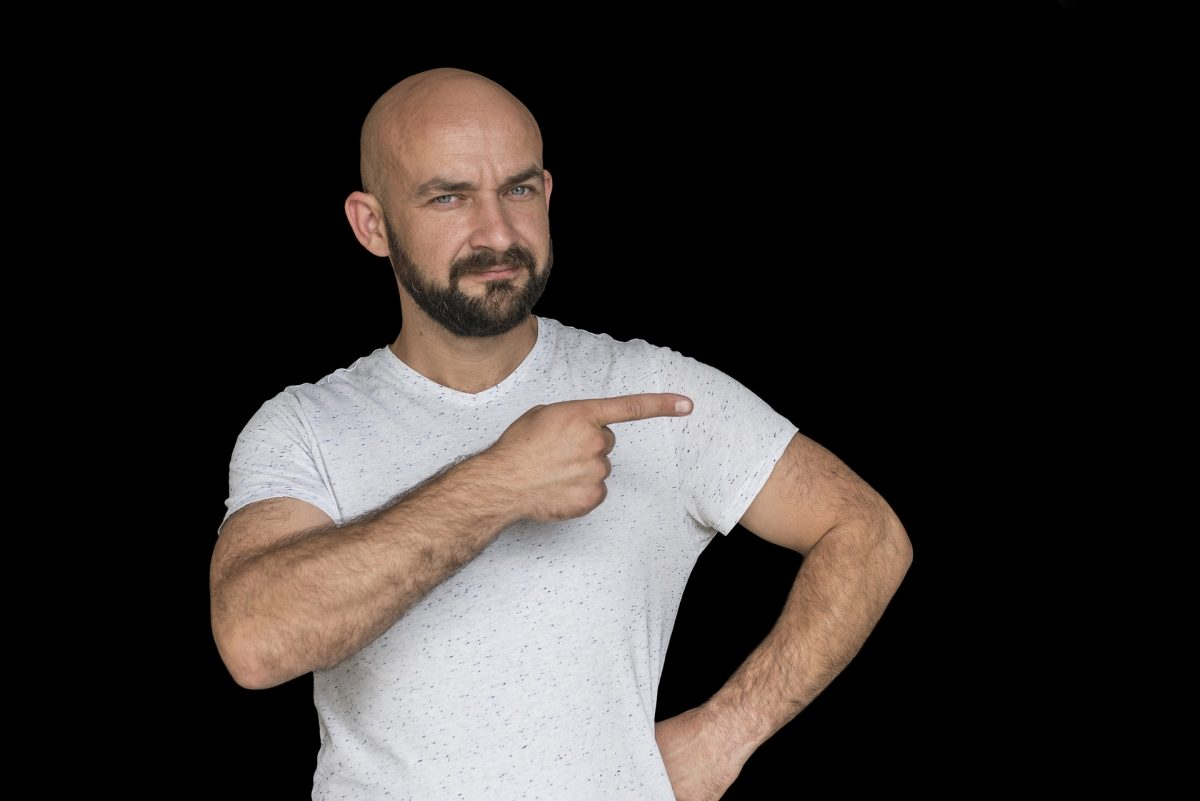 薄毛の男性